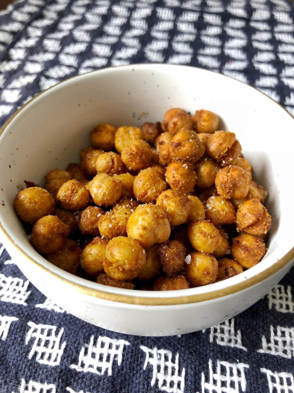 crunchy-chickpeas-in-bowl